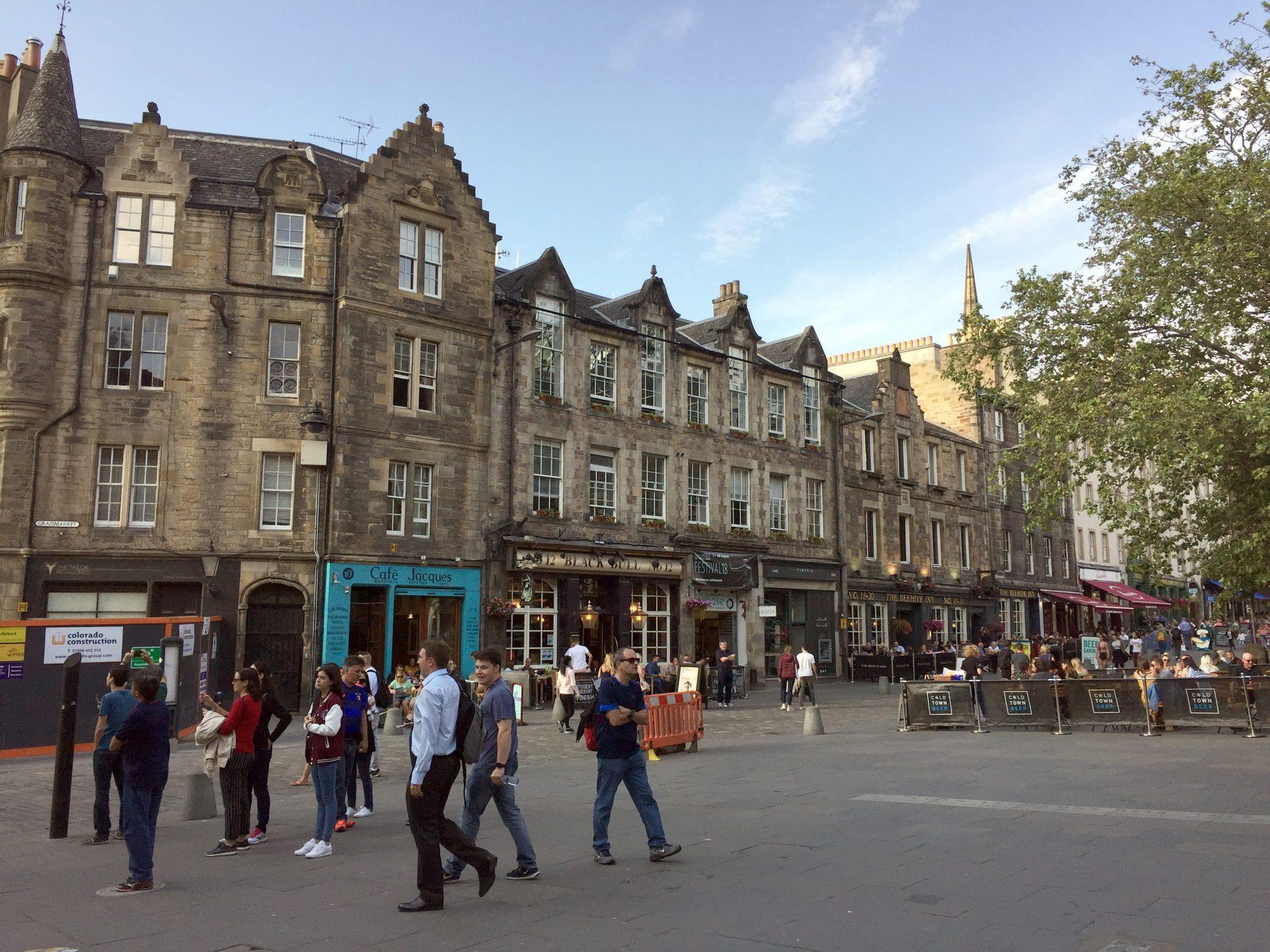 Grassmarket in Edinburgh – Die Partymeile der Schotten und Touristen